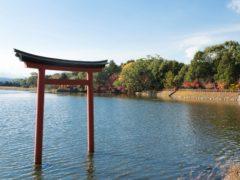 薦神社(三角池)